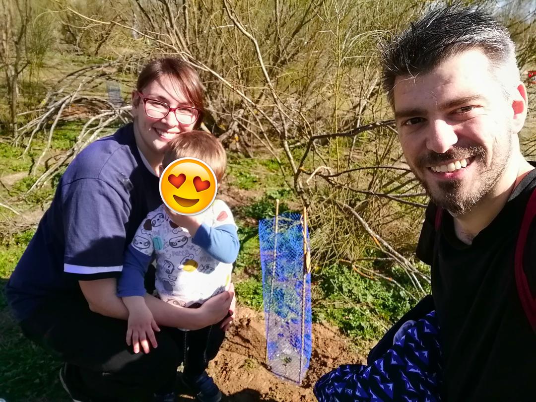 Plantando árboles con mi familia